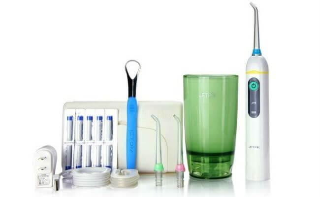 JETPIK JP200-Elite совмещает в себе электрозвуковую зубную щетку, ирригатор и зубную нить