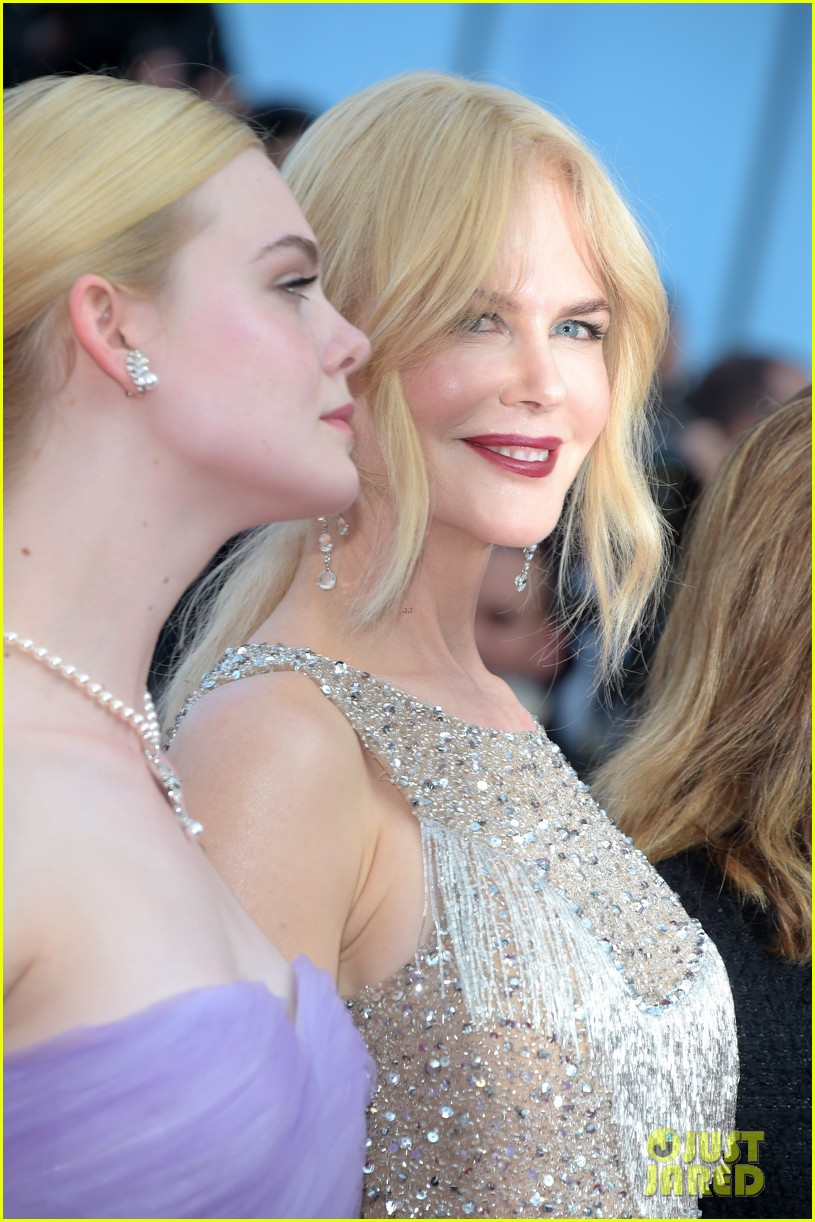 nicole-kidman-kirsten-dunst-elle-fanning-glam-it-up-for-the-beguiled-cannes-premiere-04.jpg
