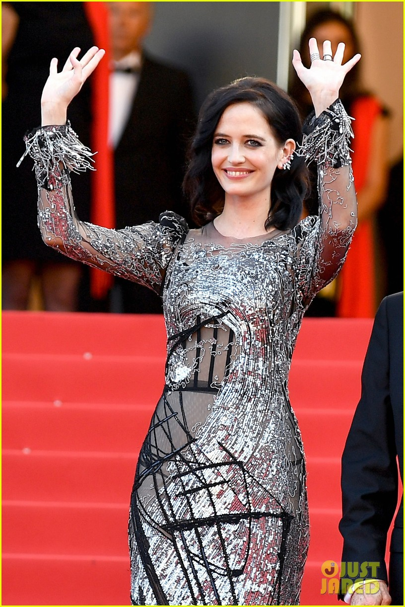eva-green-joins-roman-polanski-for-their-cannes-premiere-21.jpg