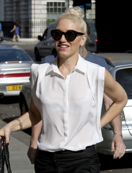 gwen-stefani-birthday-london-10032011-16-430x564.jpg