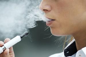 Стоматологи признали электронные сигареты